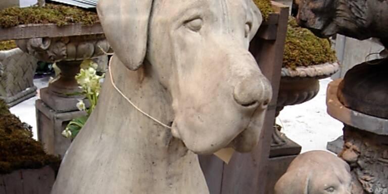 Hunde aus Naturstein für Haus und Garten