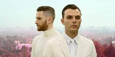 """Surrender"" heißt das neue Album des Electro-Pop Duo"