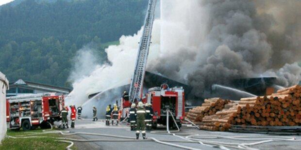 Millionenschaden bei Brand in Bruck