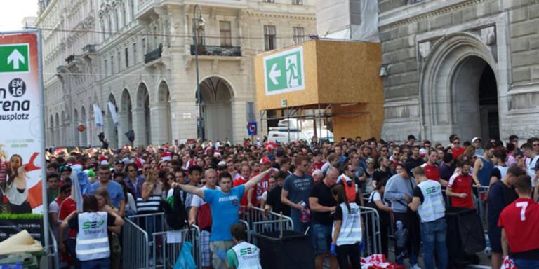 Wiener Rathausplatz schon vor Spielbeginn voll