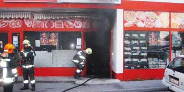 Feuerattacke auf Geschäft