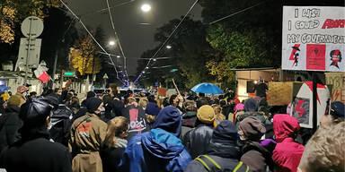 Abtreibungsverbot in Polen: Hunderte bei Demo in Wien