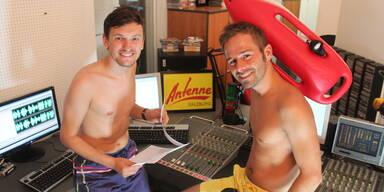 Gerald und Tom moderien in Badehose 07.08.2013