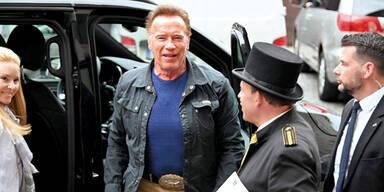 Arnie: Ankunft in Wien Montagmittag mit Jet