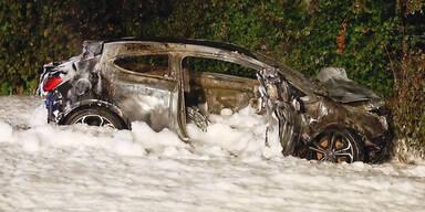 Lenker aus brennendem Auto gerettet