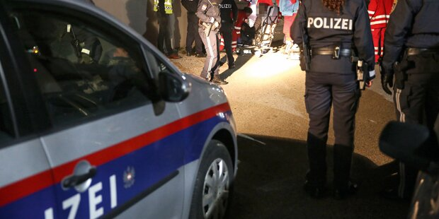 Streit um Frau eskaliert: Massenschlägerei und Messer-Attacke
