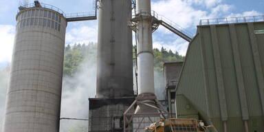 Brand im Zementwerk Leube.