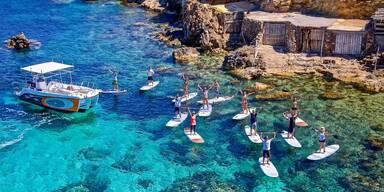 Entspannung oder Action in den Buchten Ibizas