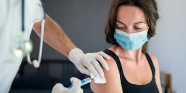 Experte: Immunität nach Impfung hält nur 6 Monate