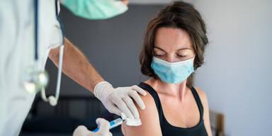 Impf-Trödelei kostet uns bis zu 14 Milliarden Euro