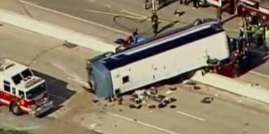 USA: Reisebus mit Teenagern verunglückt