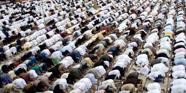 Neue Moslem-Studie: Hälfte will Frauen nicht die Hand geben