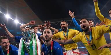 So ausgelassen feiern Italiens EM-Helden