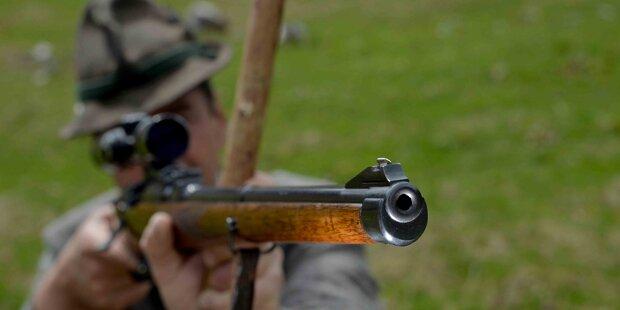 Jäger rutscht aus und erschießt sich