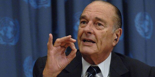 Französischer Ex-Präsident Chirac im Krankenhaus