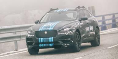 Foto und Video zeigen den Jaguar F-Pace