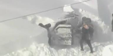 Erstickt: Familie unter Schnee begraben