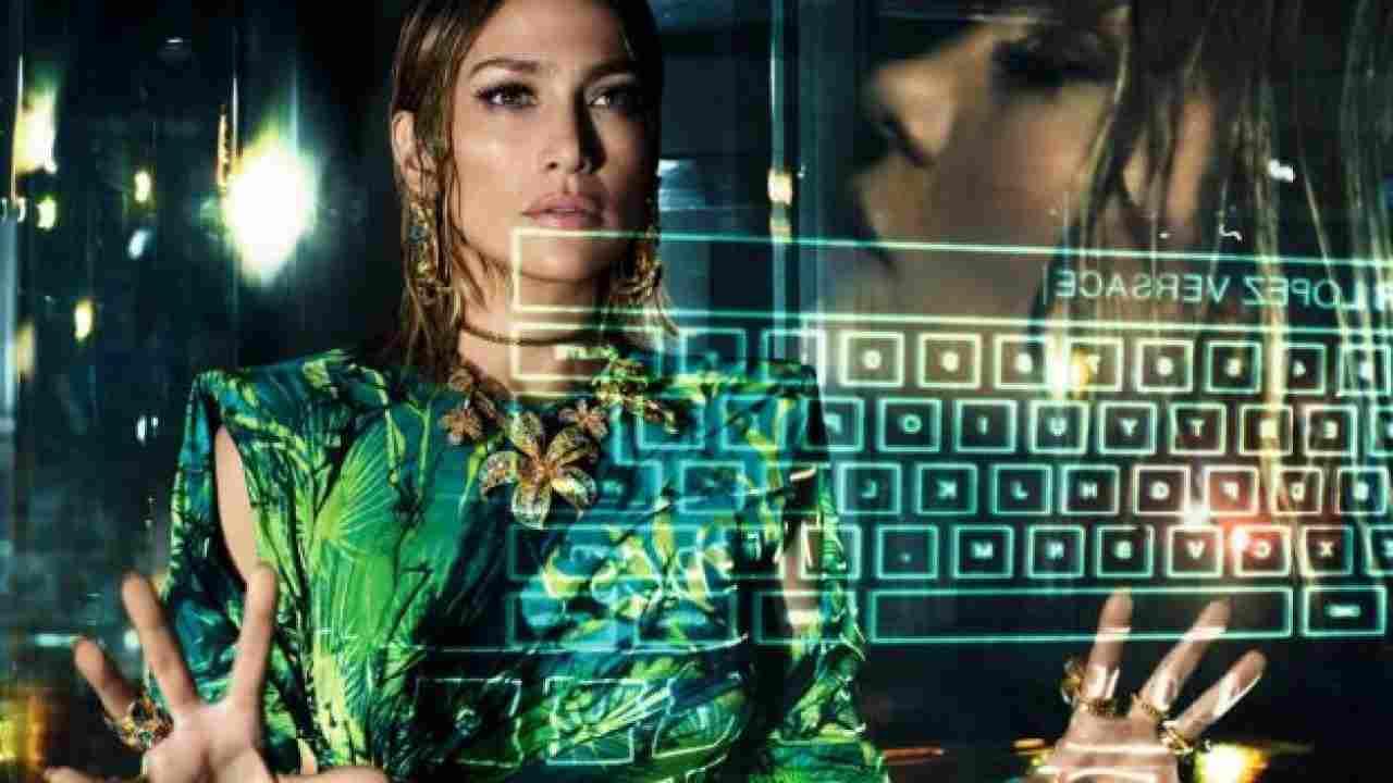 Jennifer Lopez im Kleid von Versace