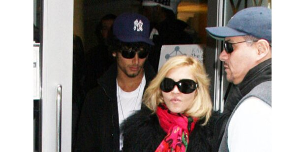 Jesus Ex Krishna gibt Madonna Segen
