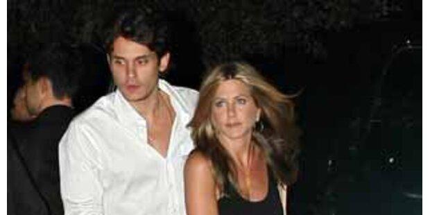 Aniston & Mayer erwischt! Leidenschaftliche Küsse
