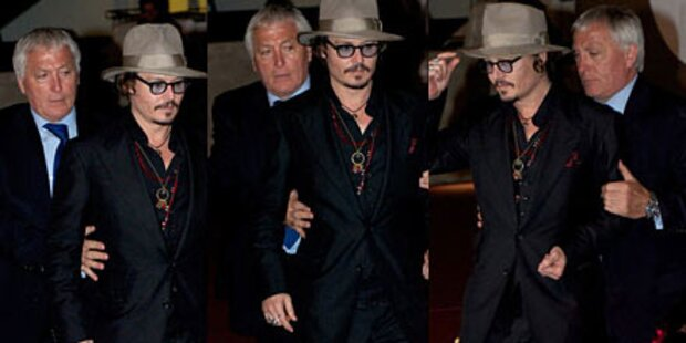 Johnny Depp nach Party mit Gehhilfe