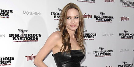 """Angelina Jolie schlägt in """"Salt"""" zu"""