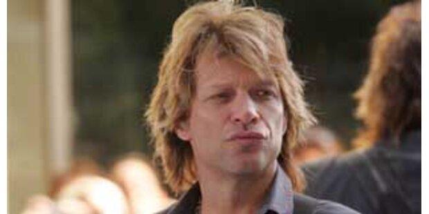 Jon Bon Jovi schlägt um sich