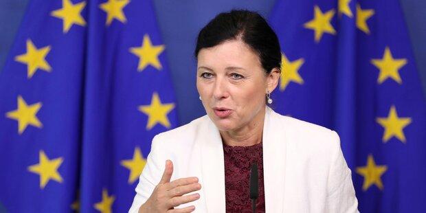EU stellt Facebook Rute ins Fenster