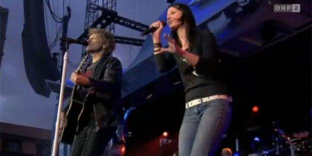 Bon Jovi mit  Christina Stürmer im Duett