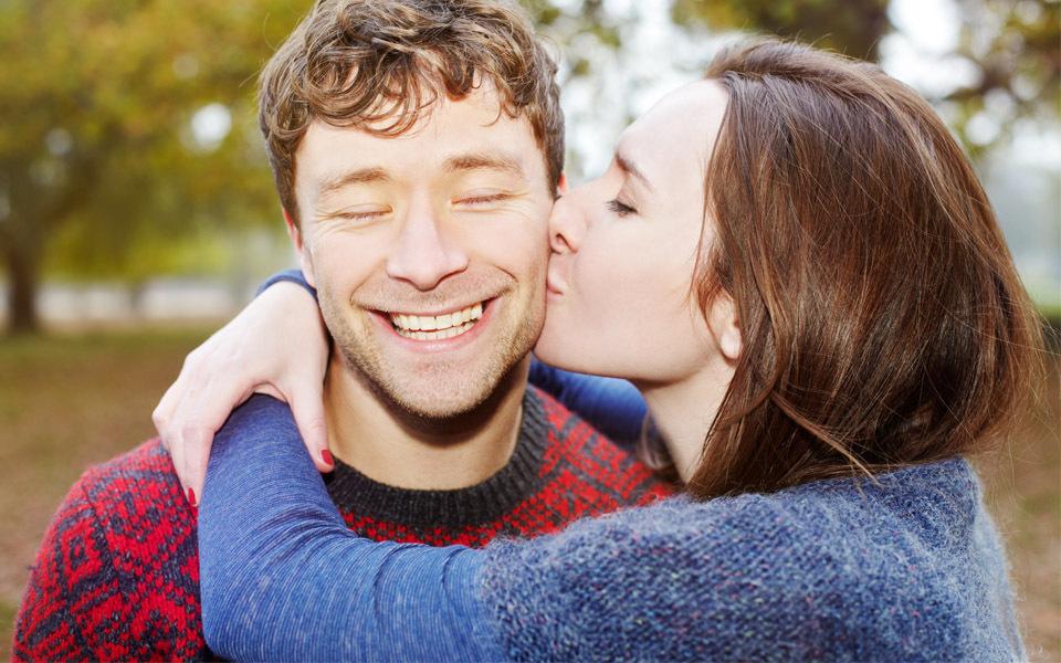 Was sagt ein Kuss über eine Beziehung aus?