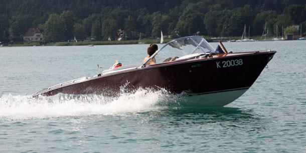 Grasser Motorboot