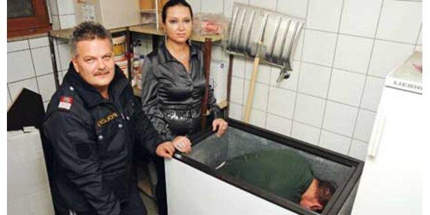 Einbrecher aus einer Kühltruhe geholt