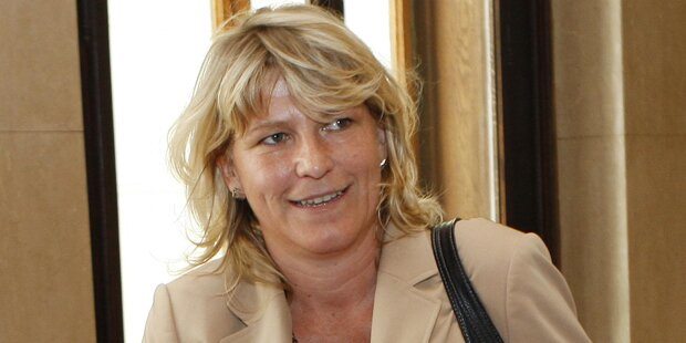 Früherer Sprecher klagt Ex-Justizministerin