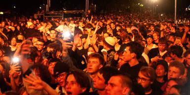 10.000 Fans bei Konzert am Wiener Karlsplatz