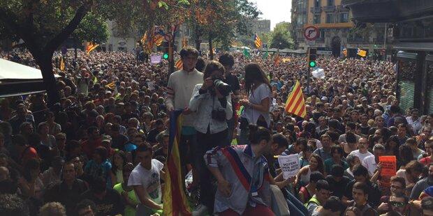 Katalonien: Proteste dauern an - Zeltlager in Barcelona