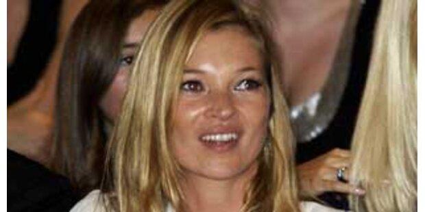 Blitzverlobung - Kate Moss ist sooo verliebt