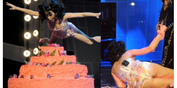 Katy Perry stürzte nach Tortenschlacht auf Bühne