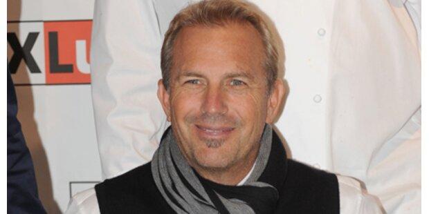 Kevin Costner reist ohne Familie