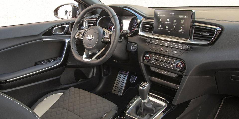 Kia-ProCeed-cockpit-manuell.jpg