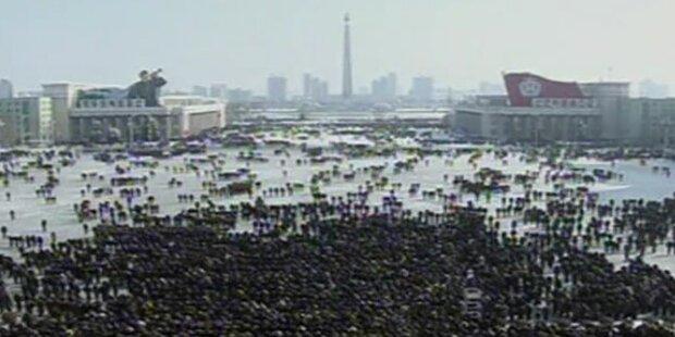 Schweigeminute und Sirenen für Kim Jong-Il