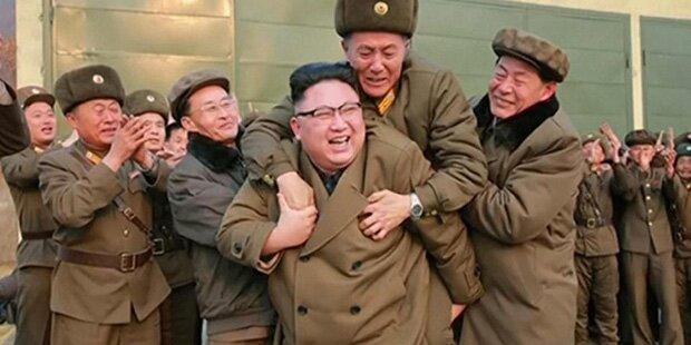 Hier bespringt einer seiner Generäle irren Kim