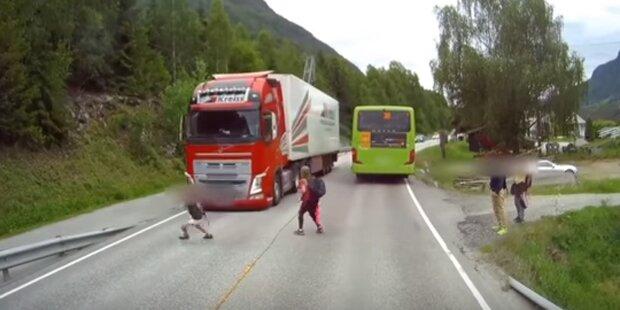 Schock-Video: Kind beinahe von Lkw überfahren