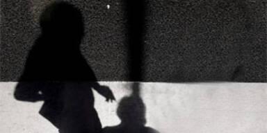 Spanierin bot Tochter Kinderschändern an