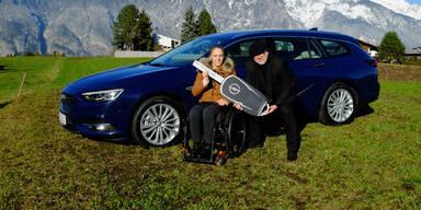 Opel schenkt Kira Grünberg einen Insignia