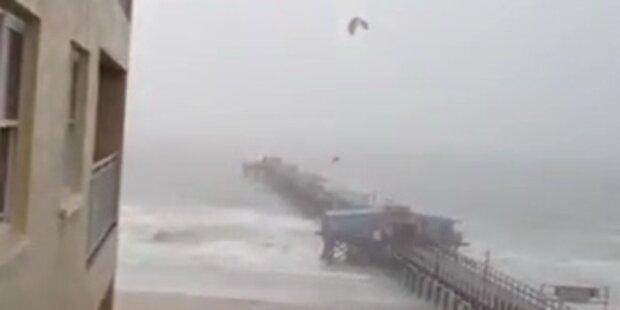 Sturm Debby: Kitesurfer springt über Steg