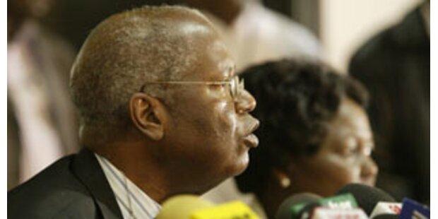 Wahlleiter gedrängt, Kibaki zum Sieger zu erklären