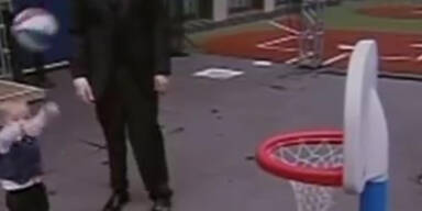 Baskettball: Kleinkind mit Glückssträhne
