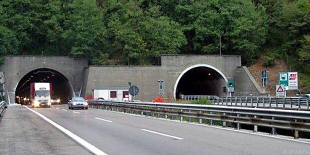 25-jähriger starb nach Crash gegen Tunnel