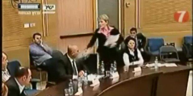 Wasserattacke im israelischen Parlament