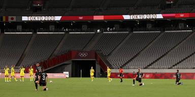 Olympia Tokio 2020: Kniefall beim Frauen-Fußballspiel zwischen Australien gegen Neuseeland